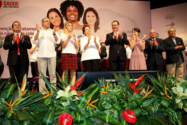 Dilma, ministers and local authorities at the ceremony