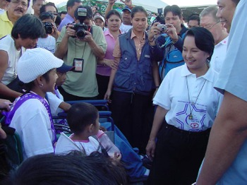2006_relay_president_arroyo